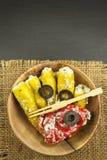 Πικάντικα πιπέρια που γεμίζονται με το μπλε τυρί Τσίλι και τυρί Διαφήμιση στις πικάντικες λιχουδιές Σημειώσεις στα ψημένα στη σχά στοκ εικόνα με δικαίωμα ελεύθερης χρήσης