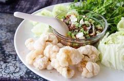 Πικάντικη εμβύθιση βόρειου ταϊλανδικού κρέατος και ντοματών Στοκ εικόνα με δικαίωμα ελεύθερης χρήσης