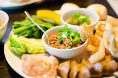 Πικάντικη εμβύθιση βόρειου ταϊλανδικού κρέατος και ντοματών Στοκ φωτογραφίες με δικαίωμα ελεύθερης χρήσης