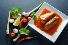 Πικάντικη κονσερβοποιημένη ψάρια σαλάτα σαρδελλών Στοκ Φωτογραφία
