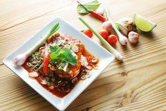 Πικάντικη κονσερβοποιημένη ψάρια σαλάτα σαρδελλών Στοκ εικόνες με δικαίωμα ελεύθερης χρήσης