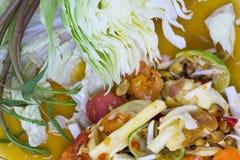 Πικάντικη σαλάτα καρύδων της Ταϊλάνδης με τα αλατισμένα αυγά Στοκ εικόνα με δικαίωμα ελεύθερης χρήσης