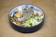 Πικάντικη σαλάτα μάγκο με το μπλε καβούρι Στοκ Εικόνες
