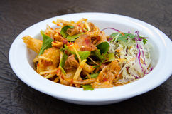 Πικάντικη σαλάτα με τριζάτο στοκ εικόνες