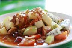 Πικάντικη σαλάτα φρούτων με την εκλεκτική εστίαση Στοκ Εικόνες