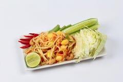 Πικάντικη papaya σαλάτα με τη μικτά φυτικά κλήση & x22 SOM Tum J& x22  οργανική τροφή που εξυπηρετείται Στοκ Εικόνες