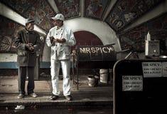 Πικάντικος πωλητής τροφίμων στην πάροδο τούβλου, Λονδίνο, UK Στοκ εικόνες με δικαίωμα ελεύθερης χρήσης