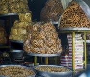 Πικάντικος στάβλος πρόχειρων φαγητών στις οδούς Ινδία του Jaipur στοκ φωτογραφίες