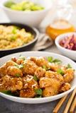 Πικάντικο γλυκόπικρο κοτόπουλο με το ρύζι και το λάχανο Στοκ εικόνες με δικαίωμα ελεύθερης χρήσης