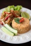 Πικάντικο τηγανισμένο ρύζι με τη γαρίδα Στοκ Φωτογραφίες