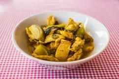 Πικάντικο χοιρινό κρέας με τη μελιτζάνα - τρόφιμα νότια Ταϊλάνδη Στοκ φωτογραφία με δικαίωμα ελεύθερης χρήσης