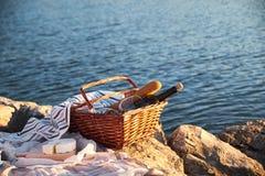 Πικ-νίκ Romatic στην παραλία στοκ εικόνα