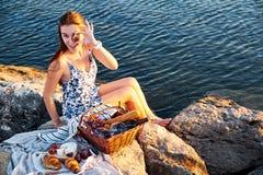 Πικ-νίκ Romatic στην παραλία στοκ φωτογραφία με δικαίωμα ελεύθερης χρήσης