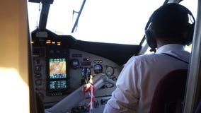 Πιλότοι καμπινών στο αεροπλάνο φιλμ μικρού μήκους