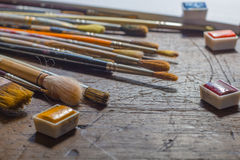Πινέλα και watercolours ή watercolors Στοκ εικόνες με δικαίωμα ελεύθερης χρήσης
