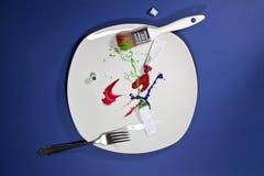 Πινέλο, δίκρανο, σωλήνες χρωμάτων στο πιάτο Στοκ φωτογραφίες με δικαίωμα ελεύθερης χρήσης