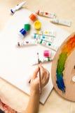 Πινέλο και σχέδιο εκμετάλλευσης κοριτσιών από τα ελαιοχρώματα Στοκ φωτογραφίες με δικαίωμα ελεύθερης χρήσης