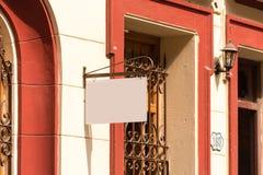 Πινακίδα στην πρόσοψη του κτηρίου, Αβάνα, Κούβα Κινηματογράφηση σε πρώτο πλάνο Στοκ Εικόνες