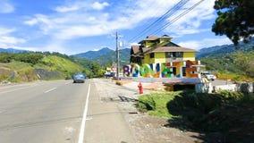 Πινακίδα χρώματος Boquete σε μια ηλιόλουστη ημέρα Παναμάς φιλμ μικρού μήκους
