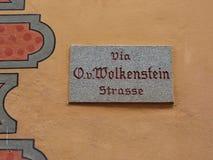 Πινακίδα με το όνομα της οδού σε Castelrotto (Kastelruth), Ιταλία Στοκ Φωτογραφία