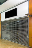 Πινακίδα προτύπων του κλειστού καταστήματος με το παραθυρόφυλλο κυλίνδρων Στοκ φωτογραφίες με δικαίωμα ελεύθερης χρήσης