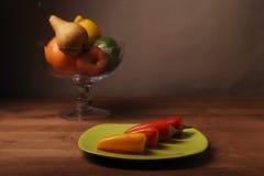 Πιπέρια στο πράσινο πιάτο Στοκ Φωτογραφία