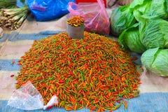 Πιπέρια τσίλι που πωλούνται σε μια αγορά iin βόρειο Βιετνάμ Στοκ φωτογραφία με δικαίωμα ελεύθερης χρήσης