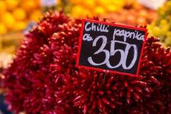 Πιπέρια τσίλι στην αγορά Στοκ Εικόνες