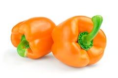 Πιπέρι γλυκών πορτοκαλιών δύο που απομονώνεται στο άσπρο υπόβαθρο Στοκ φωτογραφίες με δικαίωμα ελεύθερης χρήσης