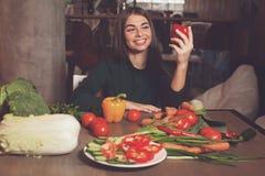 Πιπέρι και smilling γυναίκα στοκ εικόνες