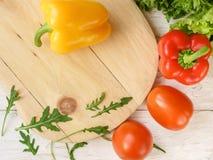 Πιπέρι κουδουνιών, πράσινα σαλάτα και arugula, τοπ άποψη Στοκ φωτογραφία με δικαίωμα ελεύθερης χρήσης