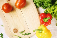 Πιπέρι κουδουνιών, πράσινα σαλάτα και arugula, τοπ άποψη Στοκ εικόνα με δικαίωμα ελεύθερης χρήσης