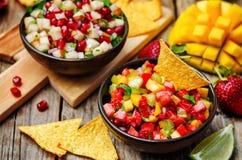 Πιπέρι μάγκο φραουλών και salsa αχλαδιών ροδιών στοκ εικόνες