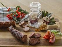Πιπέρι τσίλι λουκάνικων χειμερινής ακόμα ζωής φθινοπώρου στο καρύκευμα γυαλιού ja Στοκ εικόνες με δικαίωμα ελεύθερης χρήσης