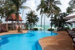 Πισίνα κοντά στη θάλασσα, Koh Samui, Ταϊλάνδη νησιών Στοκ εικόνες με δικαίωμα ελεύθερης χρήσης