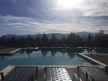 Πισίνα με μια θέα βουνού Στοκ Εικόνες
