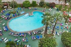 Πισίνα σε ένα ξενοδοχείο στην πόλη Los Cristianos tenerife Κανάρια νησιά Ισπανία Στοκ Φωτογραφίες