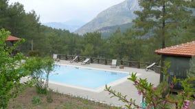 Πισίνα στο θέρετρο λόφων με τους μαθητές, fethiye, Τουρκία φιλμ μικρού μήκους