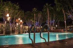 Πισίνα τη νύχτα Στοκ φωτογραφία με δικαίωμα ελεύθερης χρήσης