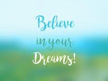 Πιστεψτε στα όνειρά σας την εμπνευσμένη κάρτα αποσπάσματος Στοκ φωτογραφία με δικαίωμα ελεύθερης χρήσης