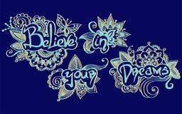 Πιστεψτε στα όνειρα και τη floral διακόσμησή σας γύρω από τις επιστολές Στοκ Εικόνες