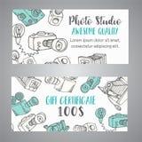 Πιστοποιητικό δώρων για το στούντιο ή το φωτογράφο φωτογραφιών συρμένες χέρι doodle κάμερες φωτογραφιών κινούμενων σχεδίων αναδρο Στοκ εικόνες με δικαίωμα ελεύθερης χρήσης