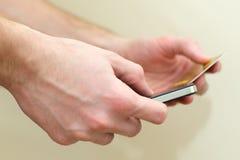 Πιστωτικές κάρτες και κινητός Στοκ Εικόνα