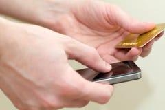 Πιστωτικές κάρτες και κινητός Στοκ Εικόνες