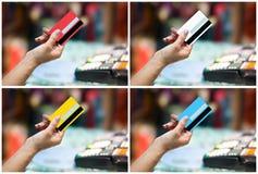 Πιστωτική κάρτα εκμετάλλευσης χεριών γυναικών Στοκ εικόνα με δικαίωμα ελεύθερης χρήσης