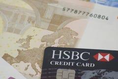 Πιστωτική κάρτα της HSBC στην ευρο- σημείωση στοκ φωτογραφίες με δικαίωμα ελεύθερης χρήσης