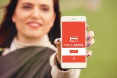 Πιστωτική κάρτα app σε μια κινητή οθόνη Στοκ Φωτογραφία