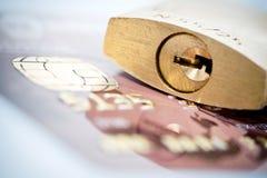 πιστωτικό λουκέτο καρτών Στοκ φωτογραφία με δικαίωμα ελεύθερης χρήσης