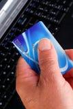 πιστωτικό χέρι καρτών Στοκ Εικόνα
