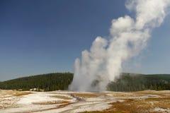 πιστός παλαιός Το μεγαλύτερο geyser στο Yellowstone Στοκ εικόνα με δικαίωμα ελεύθερης χρήσης